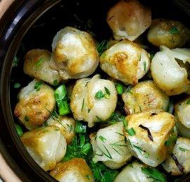 Dumplings in a clay pot
