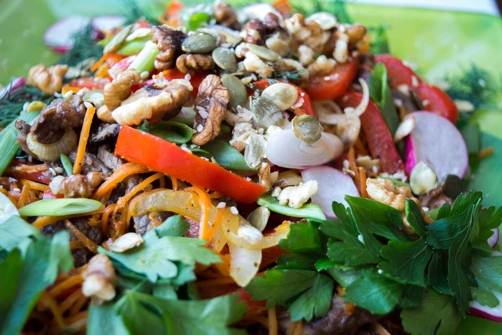 Warm salad with beef and vegetables